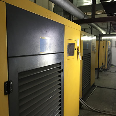 汕头七彩飞霞织造公司,5台低压型节能螺杆机运行8年正常。