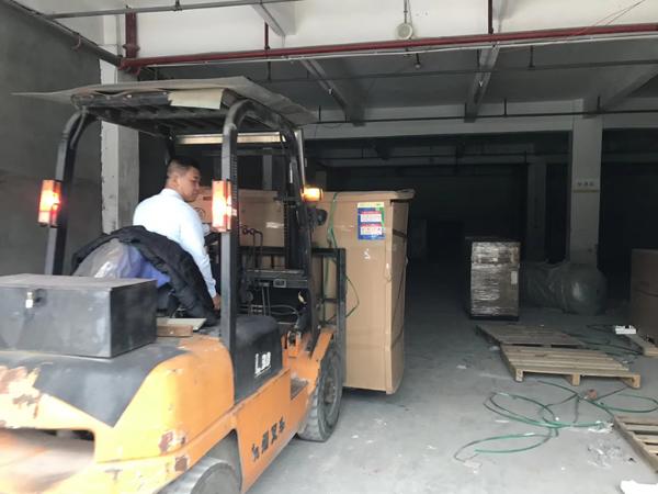 深圳斯可络空压机2019年首次9.6米专车直达江西上饶